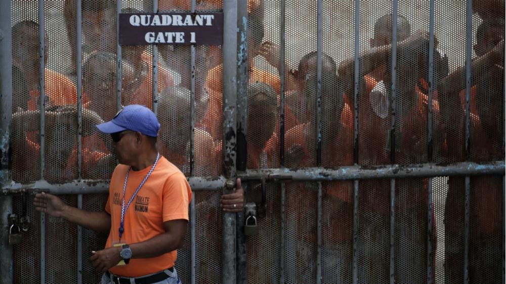 """NNN: No menos de 21 reclusos en la penitenciaría nacional de Filipinas han muerto por el coronavirus desde marzo, incluido un preso que testificó contra un senador de la oposición detenido por cargos de drogas ilegales, dijeron el lunes las autoridades. """"Un total de 349 reclusos en la prisión de New Bilibid en la ciudad […]"""