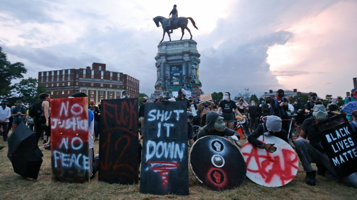 Robert E Lee statue protest