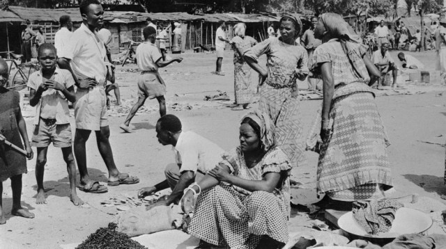 Picture released in 1955 of Congolese street saleswomen in the former Belgian Congo (Congo Belge), now called Democratic Republic of the Congo (DRC), a colony of Belgium between King Leopold II's form