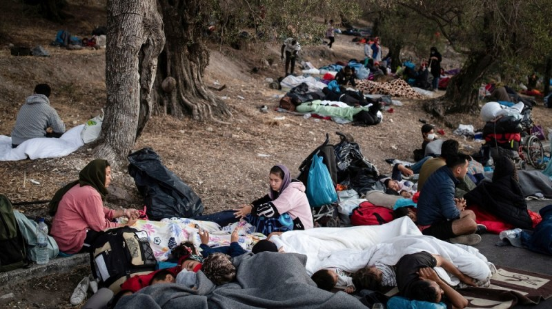 Refugees and migrants find shelter in the woods following a fire at the Moria camp on the island of Lesbos, Greece, September 10, 2020. REUTERS/Alkis Konstantinidis