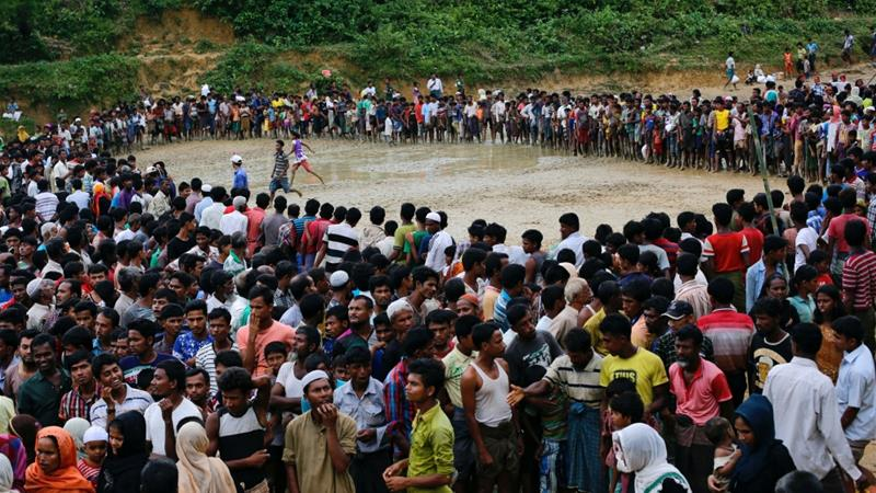 Rohingya refugees wait for aid in Cox's Bazar, Bangladesh [Danish Siddiqui/Reuters]