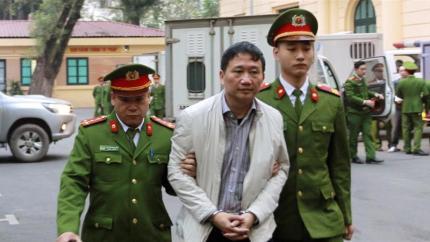 Image result for tRỊNH xUÂN tHANH BỊ DẪN ĐỘ IMAGE
