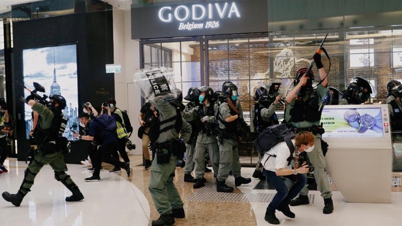 小さなフラッシュモブのデモがいくつかのショッピングセンターで発生しました[Tyrone Siu / Reuters]