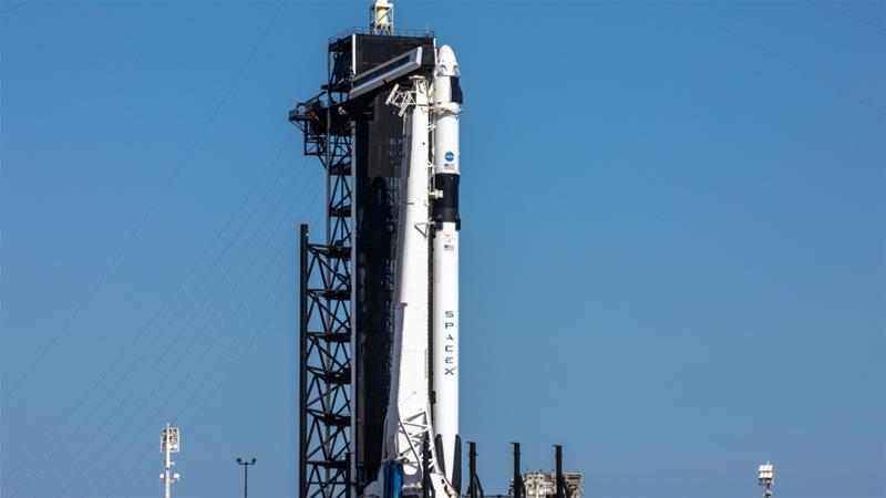 SpaceXファルコン9ロケット、クルードラゴンが上にあり、NASAのSpaceX Demo-2ミッションの歴史的な打ち上げの準備ができています[2020年5月21日:ロイター経由のKim Shiflett / NASA]