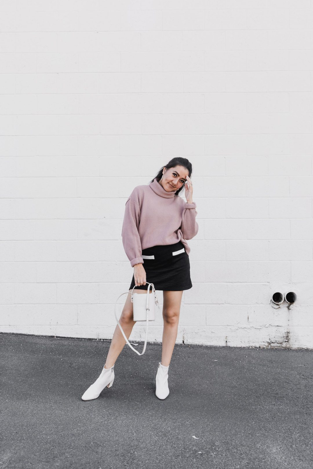 Fall-Must-Have-Items-in-Your-Closet_Molly-Larsen_AllAboutGoodVibes.com_IG_@TheVibesCloset_Arizona-Blogger_Ankle-boots_Structures-Bag_Turtle-Neck-Knit-Sweater_Revolve_Fall-Outfit-Inspo