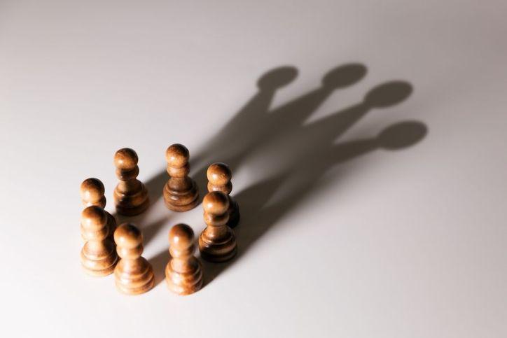 Circle of chess pawns