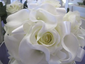 white calla and roses bouquet by All About Weddings