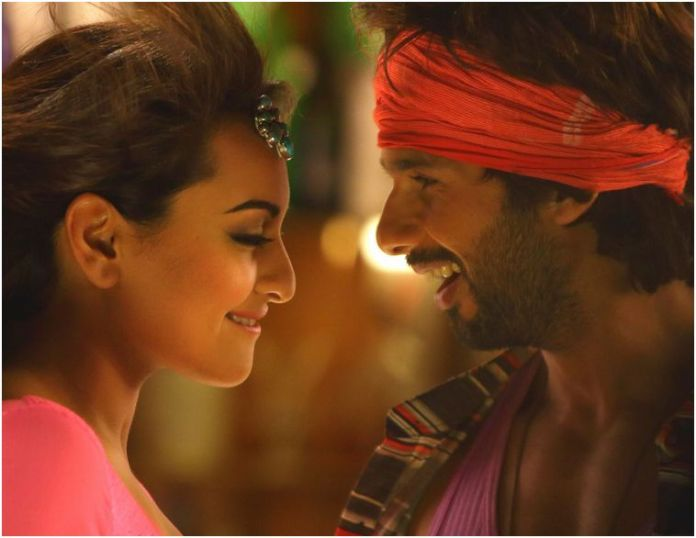 Shahid and Sonakshi in Gandi Baat