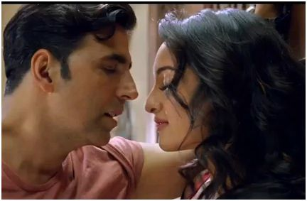 Sonakshi and Akshay in Holiday