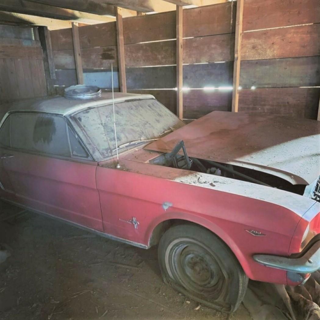 Barn Find. Classic Car 1