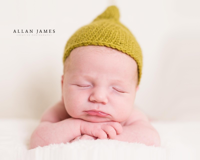newborn-hat-photographer-porthcawl-bridgend-diana-rayment