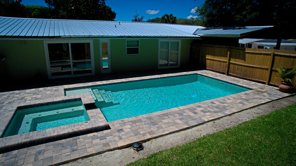 Modern Pool With Spa And Sun Shelf All Aqua Pools