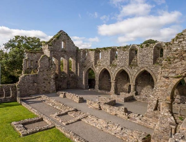 Exploring Jerpoint Abbey - 12th century cistercian abbey in Kilkenny, Ireland