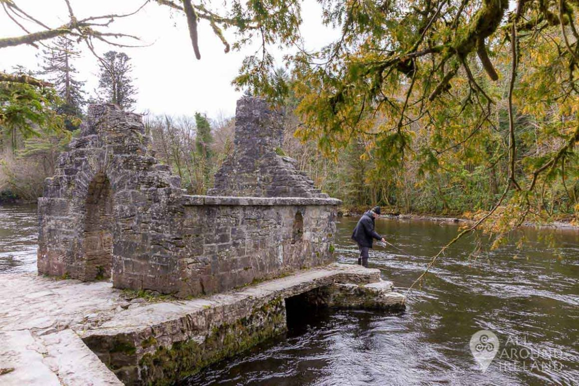 The Monk's Fishing House on the River Cong