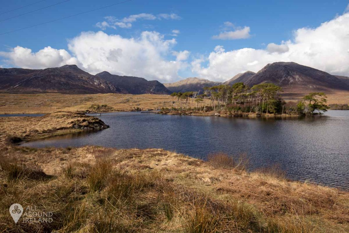 Sunshine and blue skies at Derryclare Lough