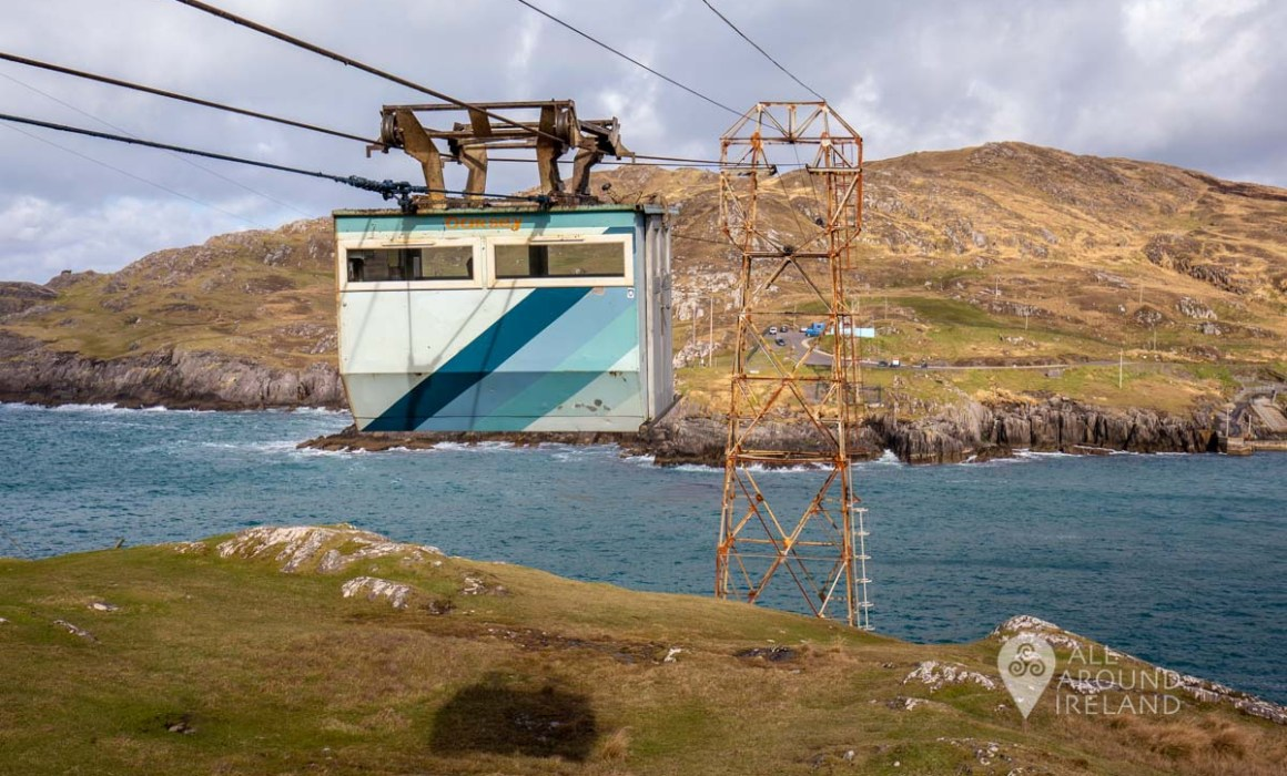 Cable car leaving from Dursey Island and heading to the mainland