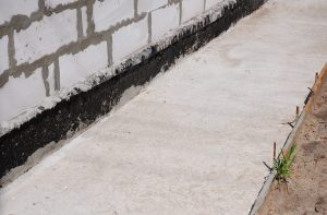 Differences Between Vapor Barriers and Waterproofing Membranes