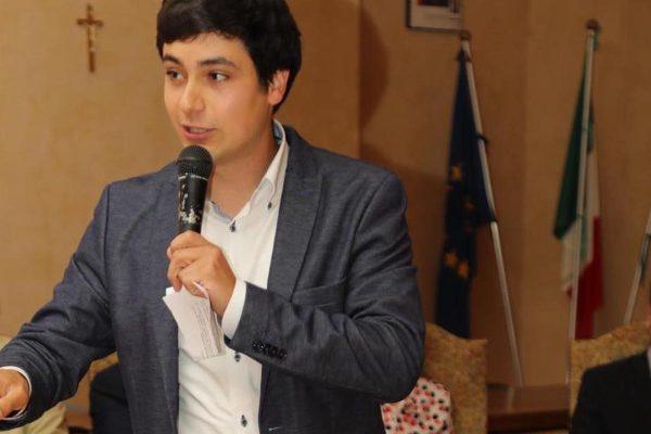 Milo Manica in consiglio comunale con Marcella Androni e Giacomo Baranzini.