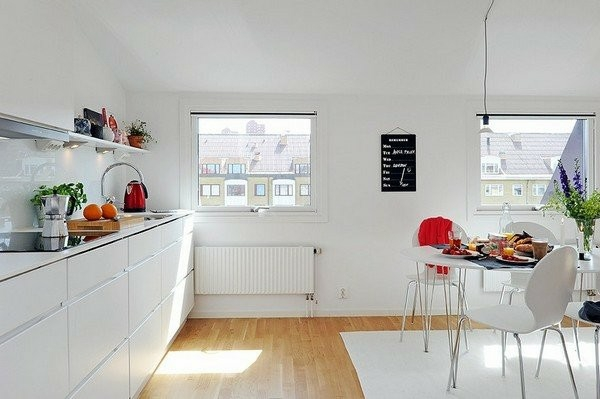 küche skandinavischer design weiß Small Apartment Kitchen Storage
