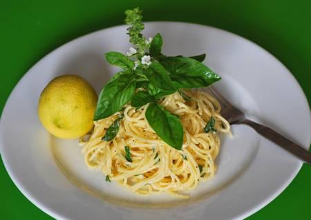 pasta mit basilikum und zitrone