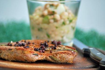 Schweinsschopf mit warmem Bohnensalat