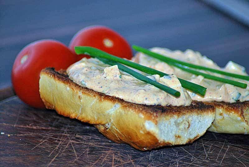 Forellenaufstrich mit Ei als einfaches Abendessen