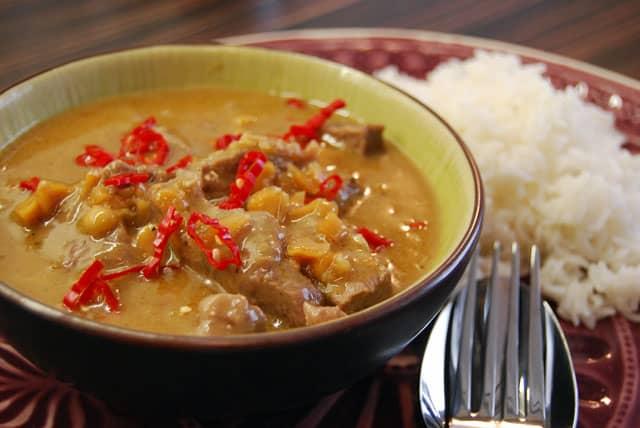 Rindfleisch in Erdnusscreme - mal wieder Thai