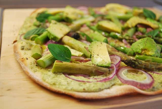 spargel-avocado-flammkuchen