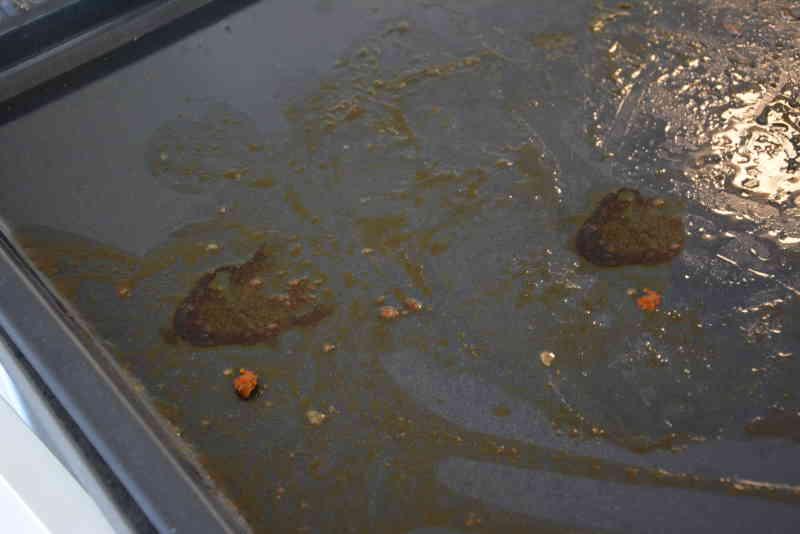 Spareribs hinterlassen ein schmutziges Backblech