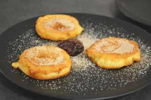 Apfelradln mit Zimtzucker als perfekte Mehlspeise