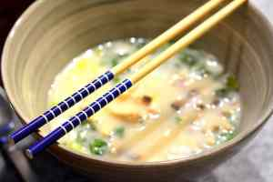 Die thailändische Tom Kha Gai Suppe