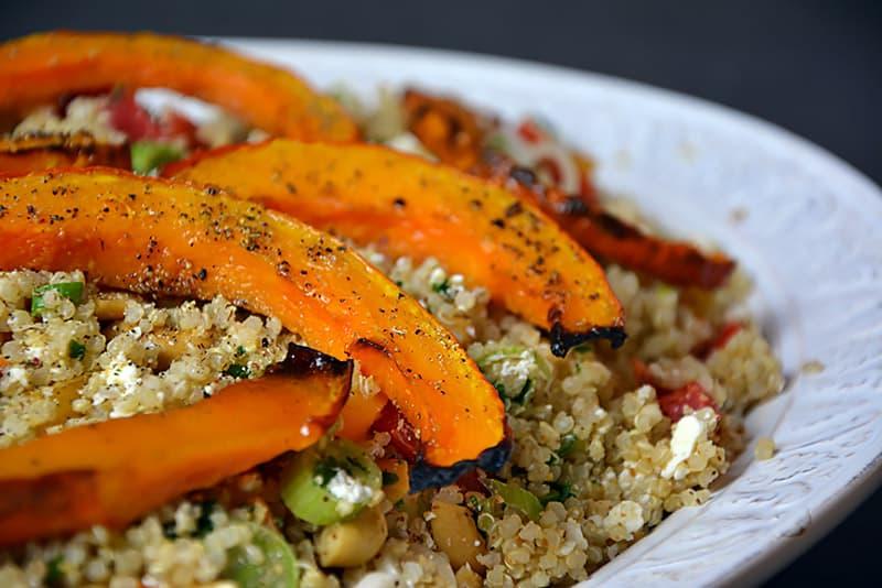 Veganer Quinoa Salat mit Kürbis