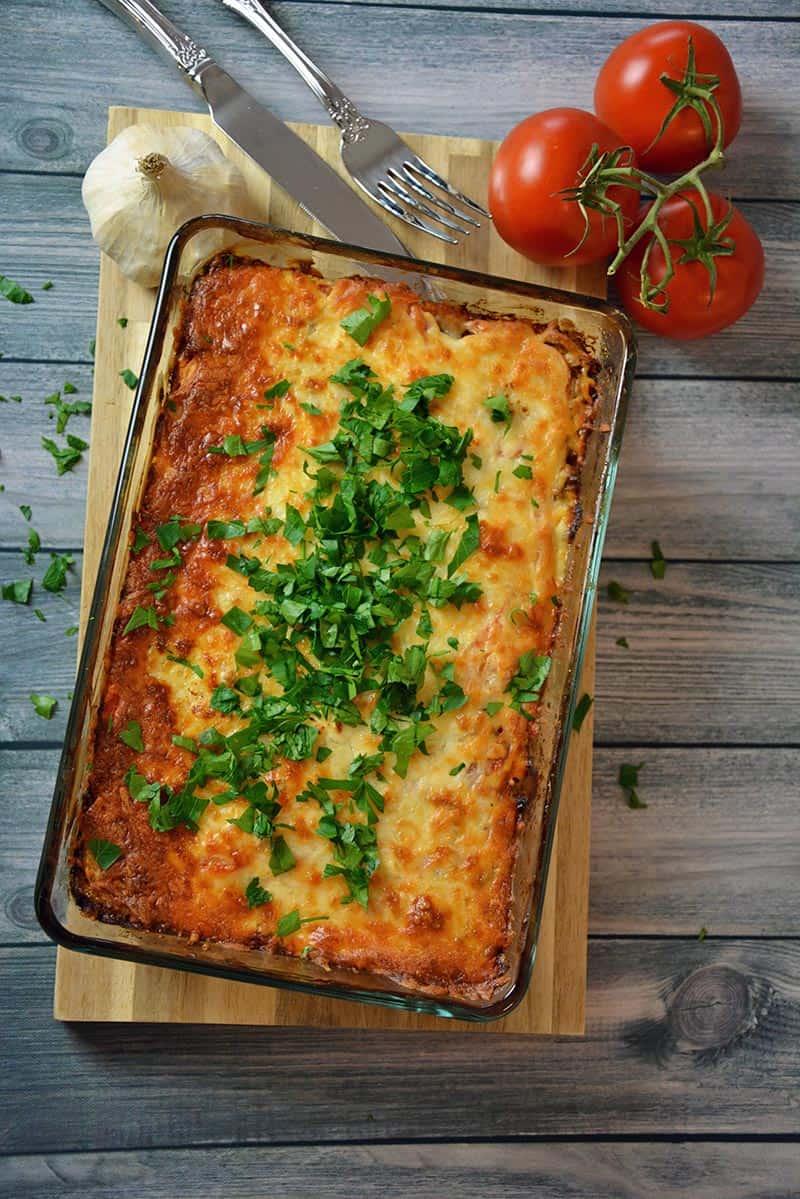 Ein einfaches Rezept für Kartoffelauflauf mit Hackfleisch und Käse im Ofen überbacken.