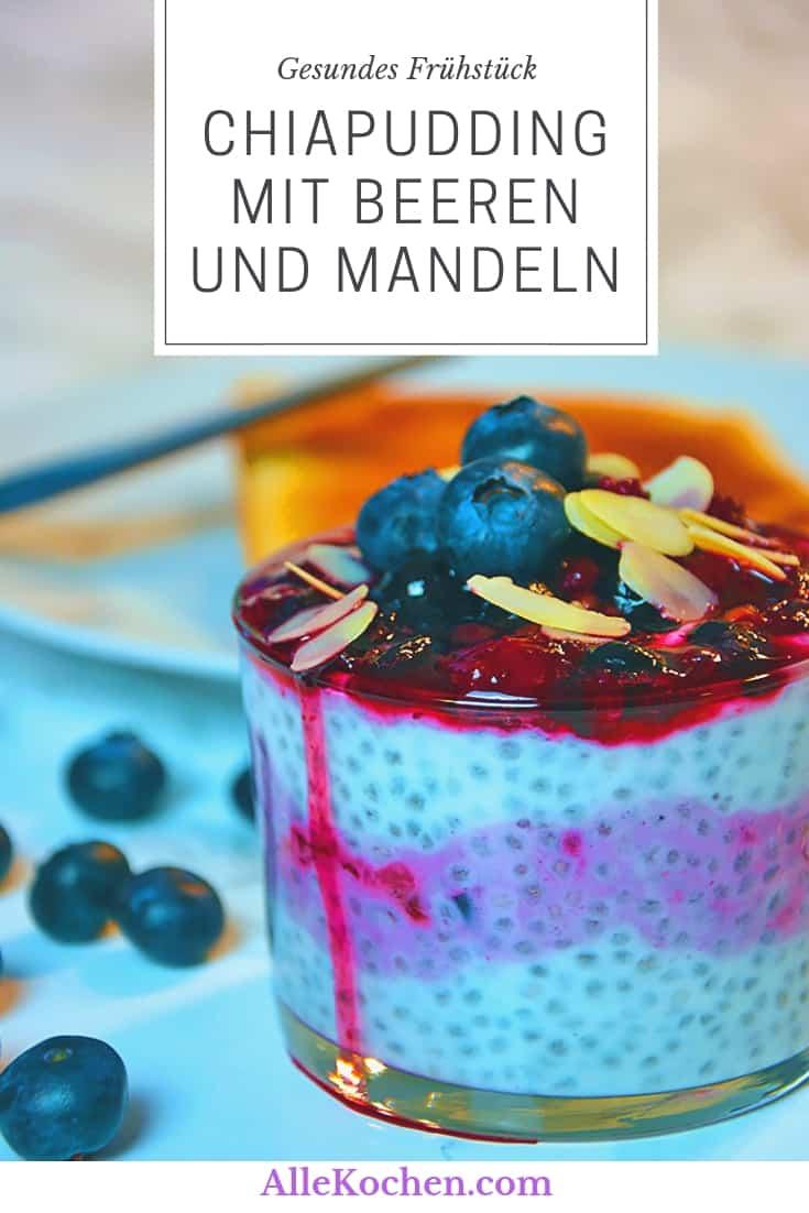 Chiapudding mit Beeren und Mandeln ist eine gesunde Alternative zum Frühstück. Auch perfekt als Snack in der Arbeit.
