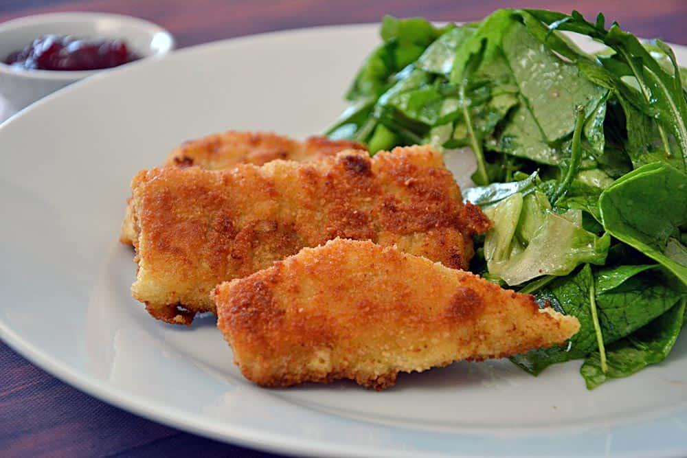 Ein wahres Genuss. Fisch in Senfkruste mit grünem Salat und natürlich Senfdressing. Einfach und gut.