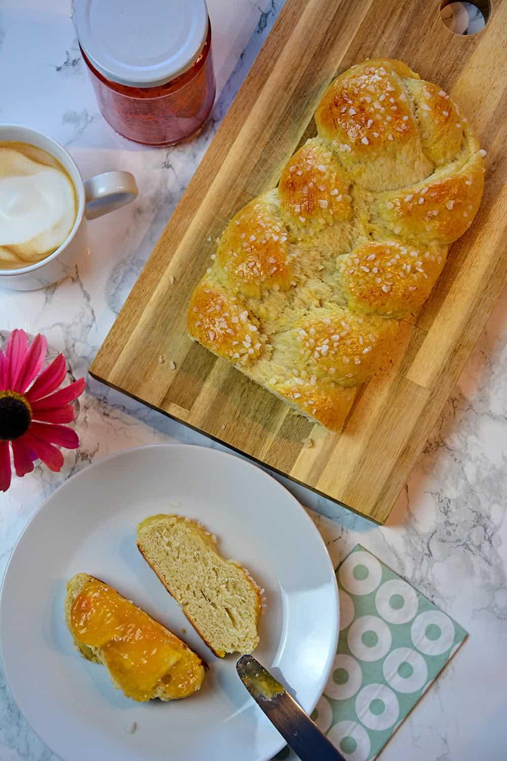 Schnell und einfach selber machen: das Butterzopf Rezept gelingt jedem.