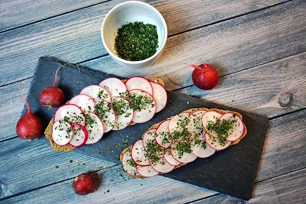 Einfach ein Selleriesalz selber machen. #DIY ist im Trend und schmeckt toll. Auch perfekt als Foodgeschenk geeignet. Passt zu Fleisch, Suppen und Gemüse.