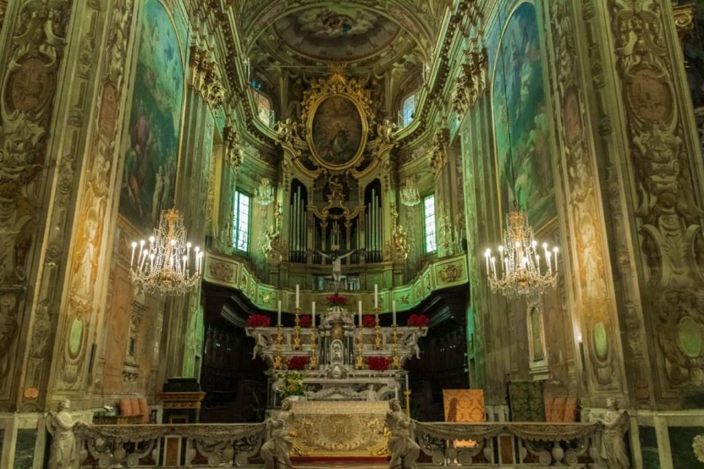 Finalborgo interno della basilica