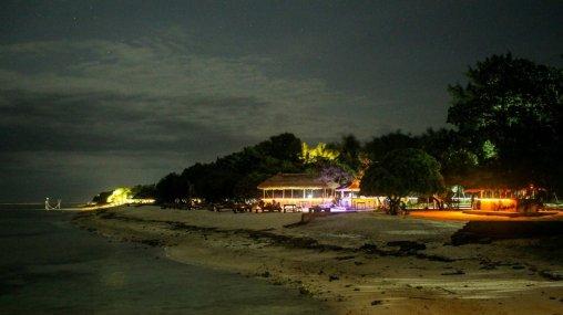 Strandpromenade von Gili T in der Nacht