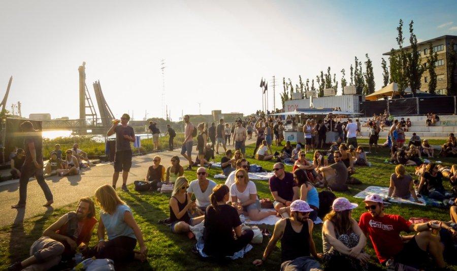 Publikum beim Dockville Festival
