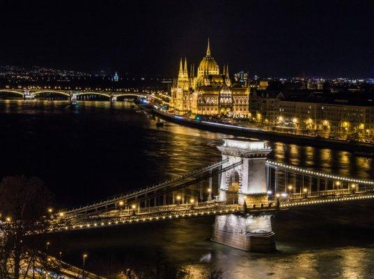Széchenyi-Kettenbrücke und Parlament, Budapest