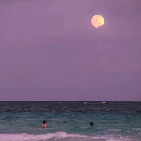Vollmond am Strand von Tulum