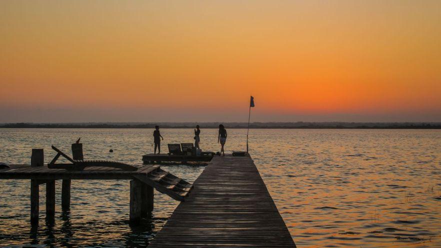 Steg am Ufer der Laguna Bacalar