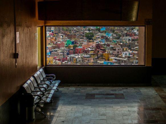 Im Wartebereich der Seilbahn von Guanajuato