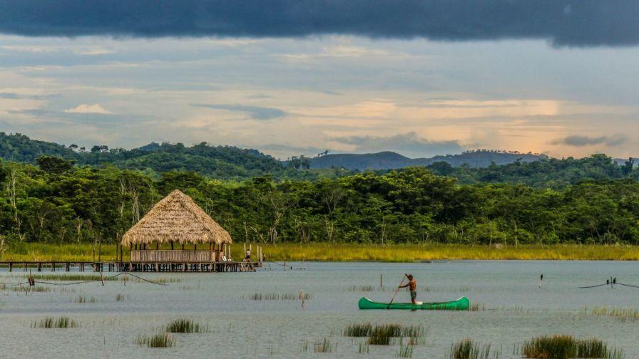 Bootsfahrer am Lago Petén Itza
