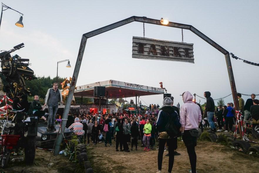 Tankstelle auf dem Monis Rache Festival