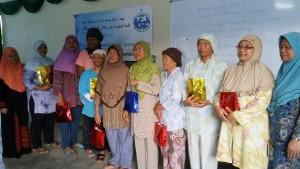 Vrouwen van Moskee Al-Furqon kregen een presentje in ontvangst