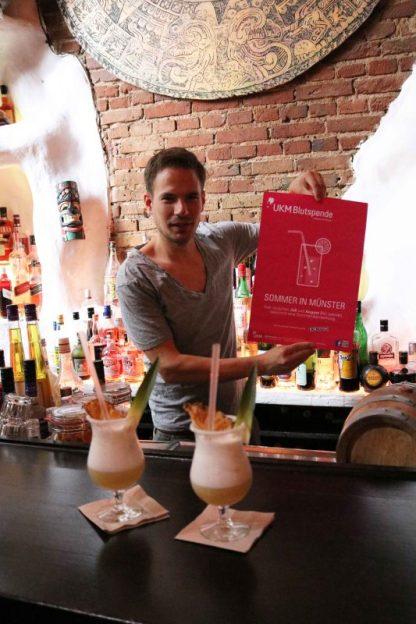 Im Juli und August bekommen Freiwillige nach der Vollblutspende unter anderem einen Cocktail-Gutschein fürs Enchilada. Solange der Vorrat reicht. (Foto: UKM)
