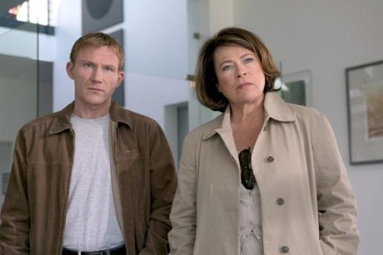 Overbeck mit seiner Chefin Anna Springer. (Foto: ZDF / Thomas Kost)