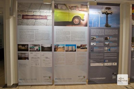 Zwei Tafeln der Ausstellung wurden von Mitarbeitern der Bezirksregierung hinzugefügt, um auf die Leistungen ihrer Einrichtung im Zusammenhang mit der Wiedervereinigung hinzuweisen (Foto: Bührke)